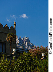view of the Vorontsov Palace at sunset