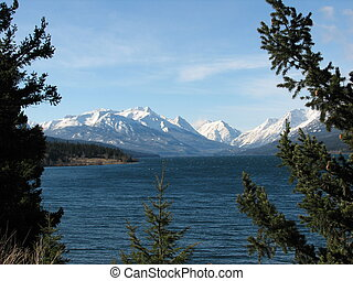 niut mountains - view over tatlayoko lake into niut ...