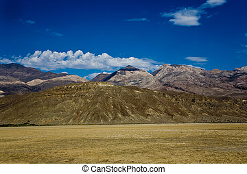 view over the dried salt see of Searles Lake to the panamid...