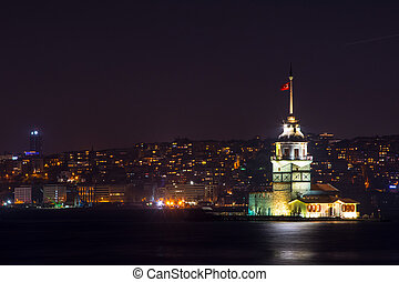 view to the kiz kulesi at night