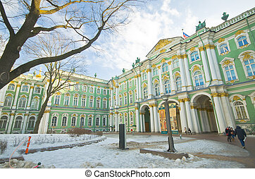 View Winter Palace square in Saint Petersburg.
