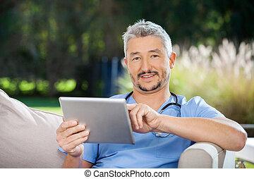 vigia, macho, computador, tabuleta, usando