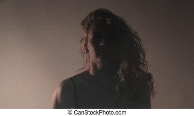 vigorously, danse, lumière, flash, fumée, girl, séduisant, argent, soutien gorge