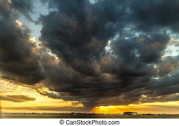 viharos, napnyugta