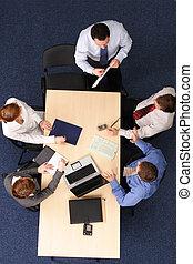 vijf, zakenlui, vergadering, -, baas, toespraak