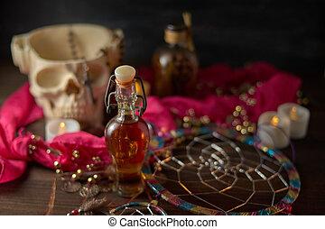 vijzel, kaarsjes, tafel., ouderwetse , leven, esoterisch, potions, concept., nog, flessen, schedel, heks, schrikaanjagend, of, halloween