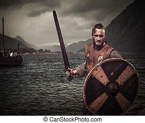 viking, harcos, alatt, a, támad, álló, mentén, a, tengerpart, noha, drakkar, és, hegyek, képben látható, a, háttér.