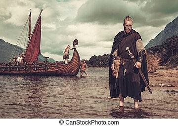 viking, krigare, stående, havsstrand, svärd, drakkar