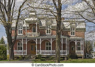 Haus viktorianische fruehjahr viktorianisches haus for Viktorianisches haus