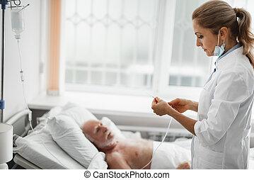 vila, tålmodig, läkare, droppa, system, medan, förberedande, intravenös