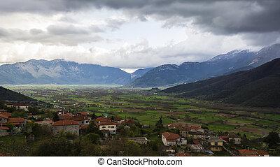 village, champ, dans, montagne