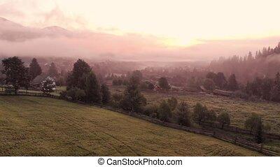 village., ensoleillé, montagne, brumeux, matin