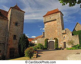 Village Loubressac, towers,