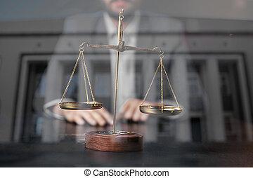 ville, échelle, avocat, bureau, justice, concept.male, bois, londres, fond, table, laiton, droit & loi, exposition