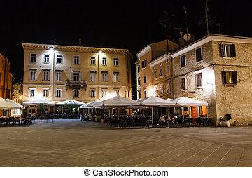 ville, éclairé, pula, en ville, croatie, nuit