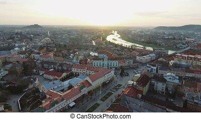 ville, aérien, centre, mukachevo, métrage, -, coucher soleil, temps, vue dessus