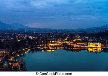 ville, aérien, saigné, slovénie, nuit, petit, vue