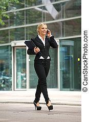 ville, affaires femme, conversation, téléphone portable