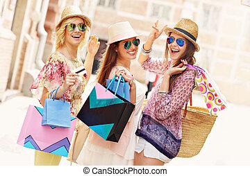 ville, amis, achats, heureux, groupe
