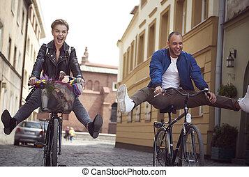 ville, bicycles, amis, deux, équitation