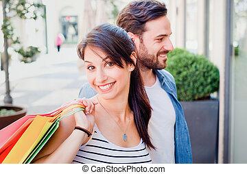 ville, couple, rue, achats, agréable
