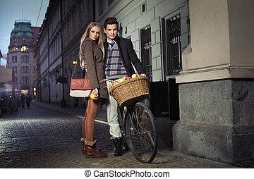 ville, couple, vieux, jeune