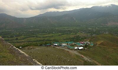 ville, dorsale montagne, lointain, au-dessus, vallée