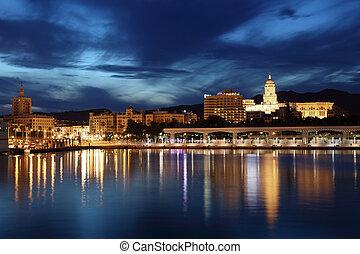 ville, dusk., malaga, andalousie, espagne, éclairé