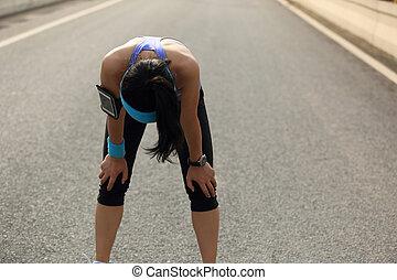 ville, femme, fatigué, coureur, prendre, dur, repos, courant...