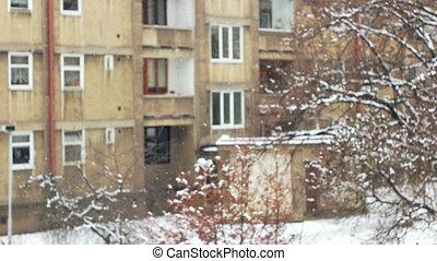 ville, hiver, laid, concentré, chute neige, devant
