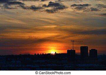 ville, industrie, housing., maisons, concept, nouveau, grue construction, sunset.