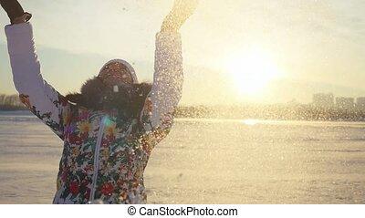 ville, lent, hiver, lancement, flamme, mouvement, neige, avoir, effects., champ, femme, coucher soleil, fond, amusement, lense, joyeux, heureux