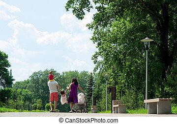 ville, marche, famille, gens, parc, quatre, heureux