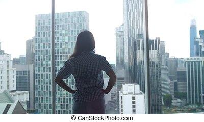 ville, marche, femme, silhouette, bureau., jeune, admirer, fenêtre, 3840x2160, vue