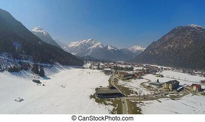"""ville, montagnes, paysage, hiver, bleu, recours, au-dessous, sky"""", paisible, """"beautiful"""