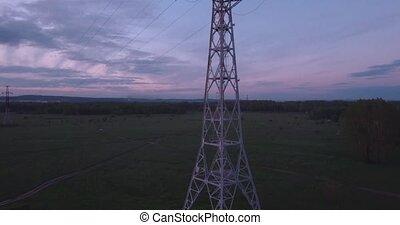 ville, nuages, lueur, sommet, tension, élevé, champ, 4k, horizon, vue, petit, tour, aerial:, sunset.
