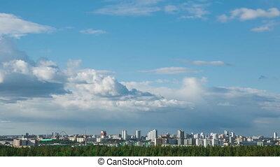 ville, nuages, voile, au-dessus