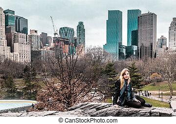 ville, parc central, arbres, york, devant, nouveau, manhattan, girl