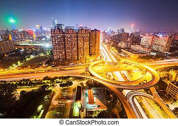 ville, passage supérieur, route, soir