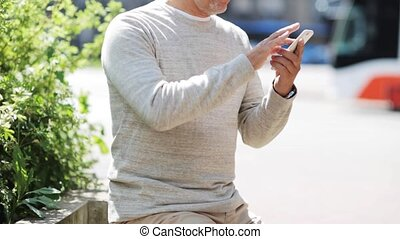 ville, personne agee, smartphone, homme, appeler