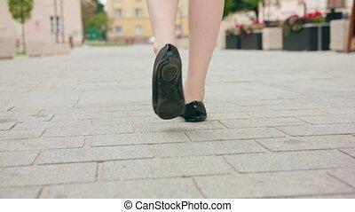 ville, pieds, gros plan, marche, dame