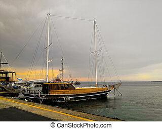 ville, pier., vieux, yachts, bateaux, bateaux, pomorie, port, bulgarie