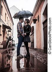 ville, pluvieux, parapluie, couple, rue, sous, aimer, jour, heureux