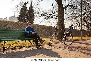 ville, sien, vélo, séance, parc, personnes agées, banc, homme