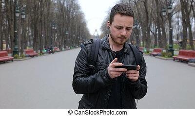 ville, smartphone, danse, parc, jeune, musique, branché, écouter, homme