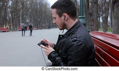 ville, smartphone, parc, musique, branché, écouter, homme