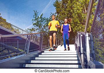 ville, sportif, bas, couple, courant, escalier
