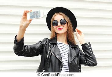ville, style, femme, marques, soi, smartphone, arrière-plan noir, rocher, portrait, blanc, mode, sur, heureux