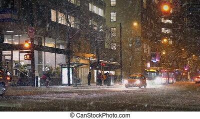 ville, tempête neige, route, nuit