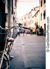 ville, vélo, guidon, vélo, sur, arrière plan flou